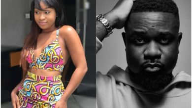 Photo of Efia Odo Descends On Sarkodie For Starting A Beef With Fellow Rappers During These Hard Times Of Coronavirus